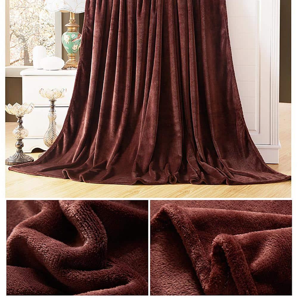 Rèm vải nhung được dệt một cách kì công.