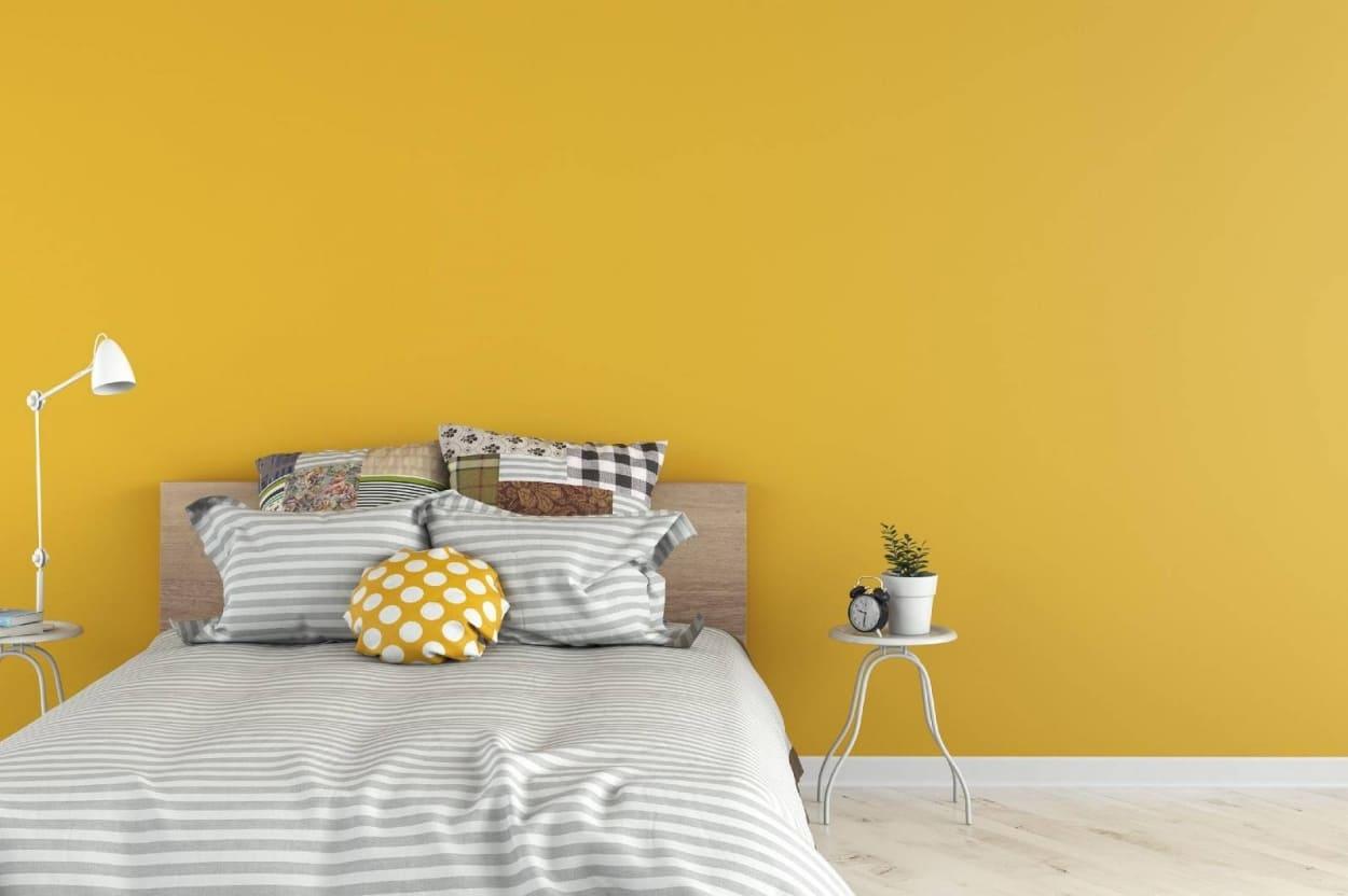 sơn phòng ngủ màu vàng đất